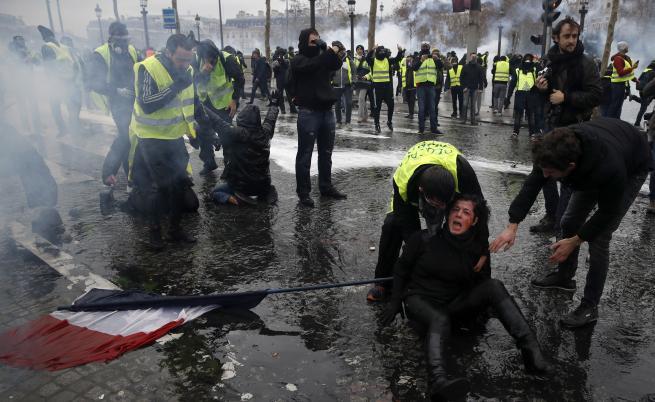 Франция обмисля да въведе извънредно положение след ожесточените протести
