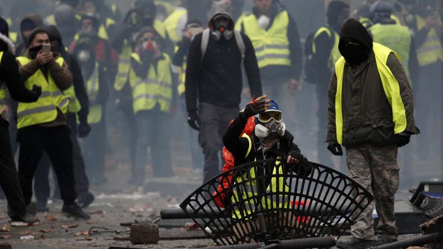 <p>Еврото падна, Франция и Германия стреснаха пазарите</p>