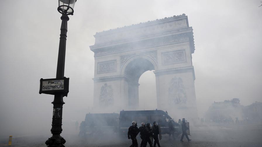 Обрат - мораториум на данъците за горивата във Франция