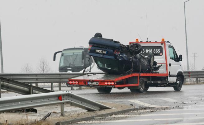 Верижна катастрофа в София, има пострадали (ВИДЕО)