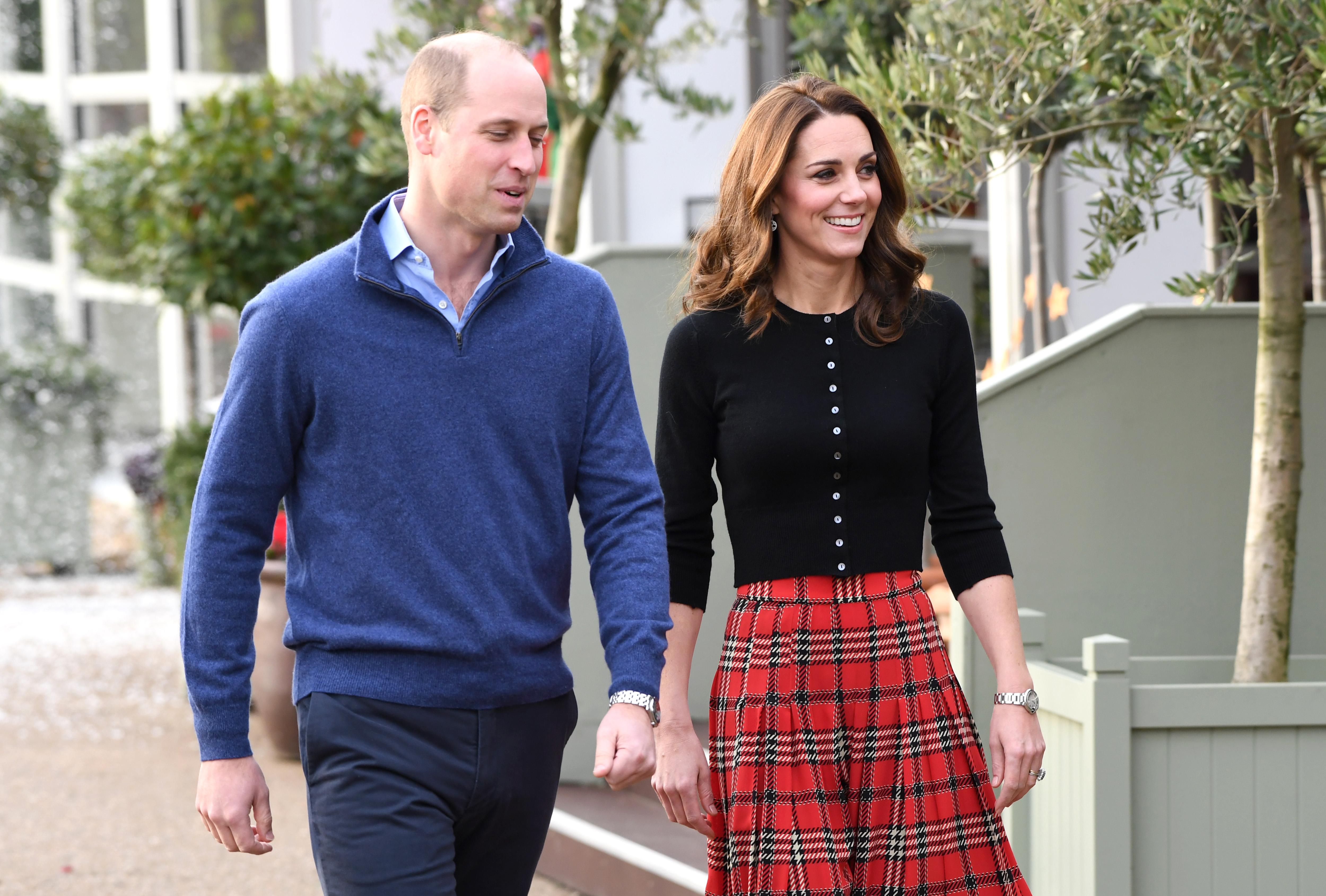 Кейт Мидълтън присъства на две коледни партите в рамките на един ден. Първото бе организирано за децата на военните, а второто - в Бъкингамския дворец, но в чест на дипломатическия корпус.