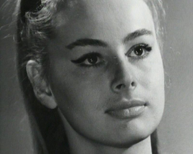 Лилия Журкина е родена 1937 година. Наричана е руската София Лорен. Участвала е в 31 филма.
