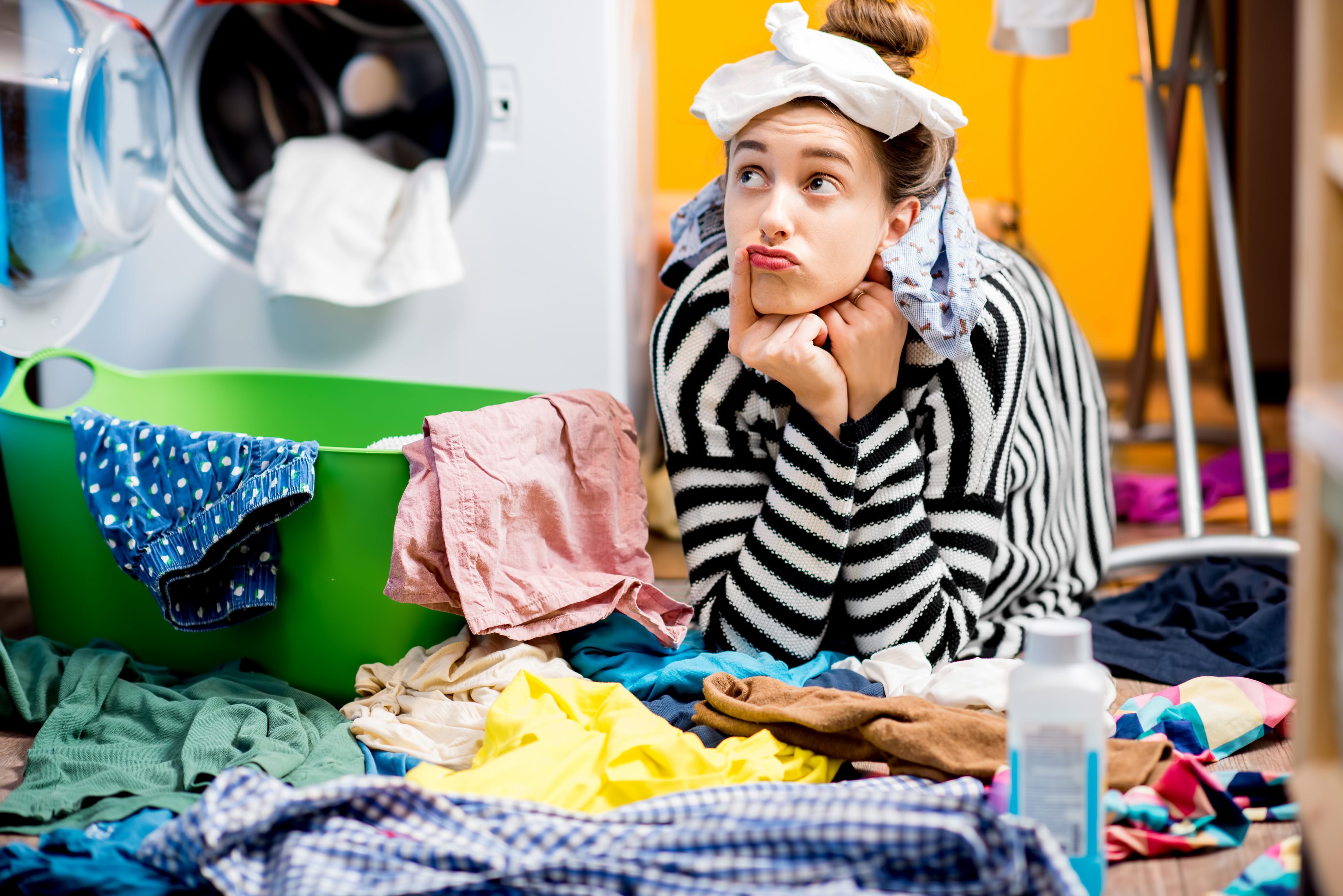 Слагайте станиол в пералнята. <div>За да забравите за статичното електричество в дрехите си, сложете няколко топки станиол в пералнята. Те ще поемат статичното електричество.</div>