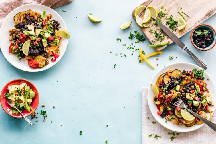 """Дайте пространство на зеленчуците<br /> Не препълвайте съда за печене.Не слагайте вътре зеленчуци с мисълта """"колкото се поберат"""".Оставете им малко пространство и печените зеленчуци ще станат двойно или тройно по-добри."""