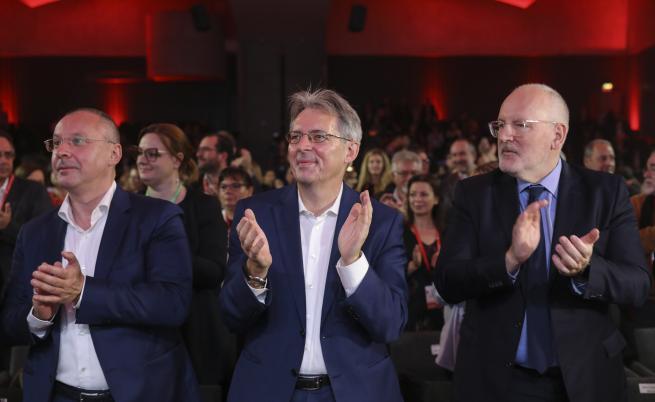 Тимерманс кандидат за шеф на ЕК, преизбраха Станишев