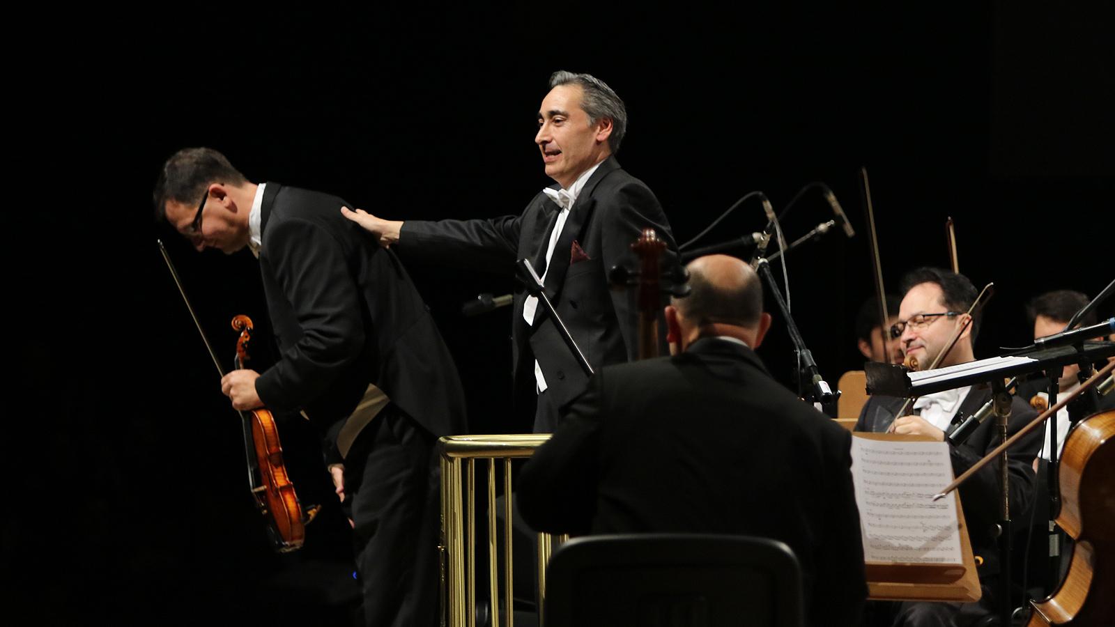 Вечните шедьоври на виенската симфонична класика оживяха в зала 1 на НДК, в пищен коледен спектакъл на концертмайсторите от световноизвестния Виена Класик Оркестра