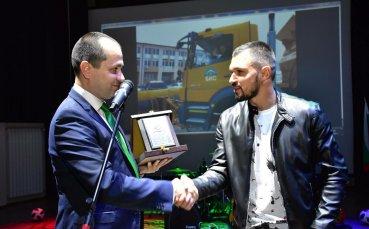 Кметът на Враца разплака Божинов, обявиха най-добрия футболист