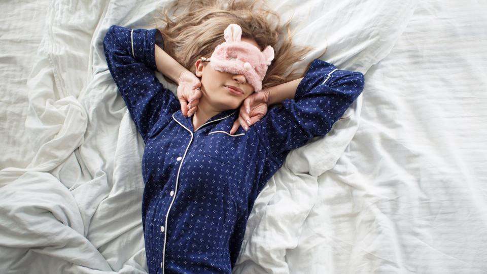 жена пижама легло спане сън