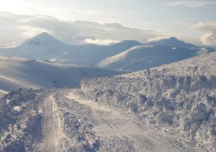 Снеговалеж затрудни движението през прохода Предела