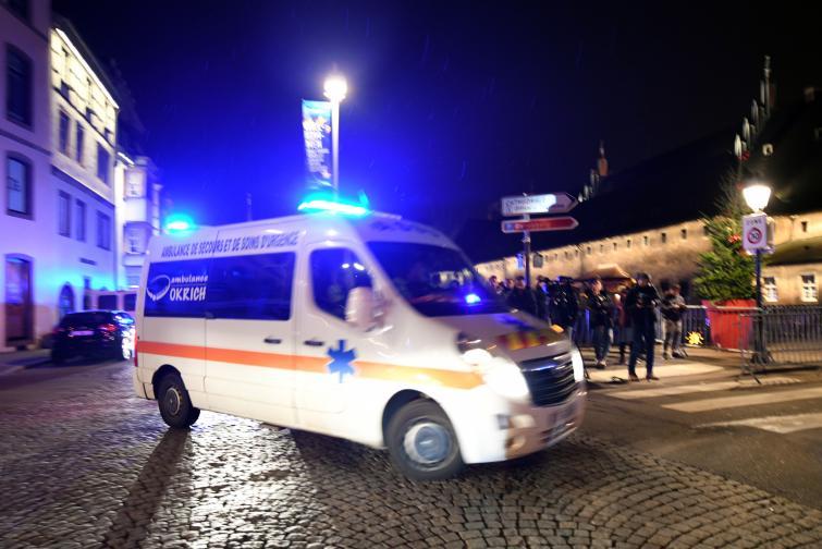 Френската полиция подозира, че стрелбата близо до коледния базар в Страсбург е терористичен акт, предаде ДПА. Полицията съобщи, че при инцидента са загинали четирима души и са били ранени 11. Нападателят е избягал от местопрестъплението и се издирва. Той е бил ранен след ...