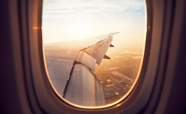 Самолет с български политици кацна аварийно във Виена