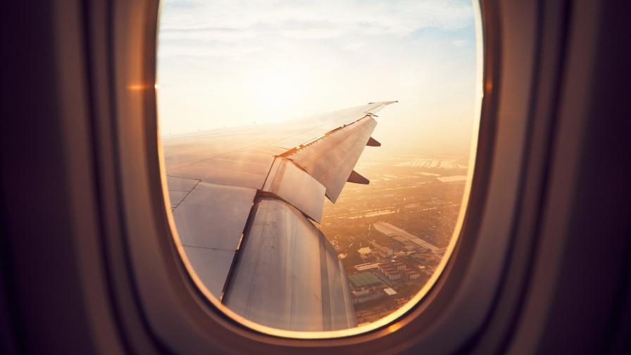 <p>Самолет с български политици кацна аварийно във Виена</p>