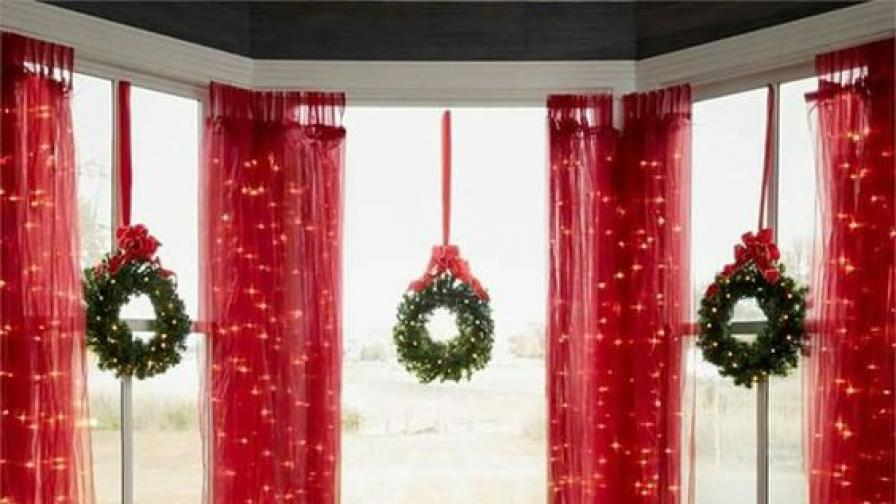 Коледен венец не само на входната врата...