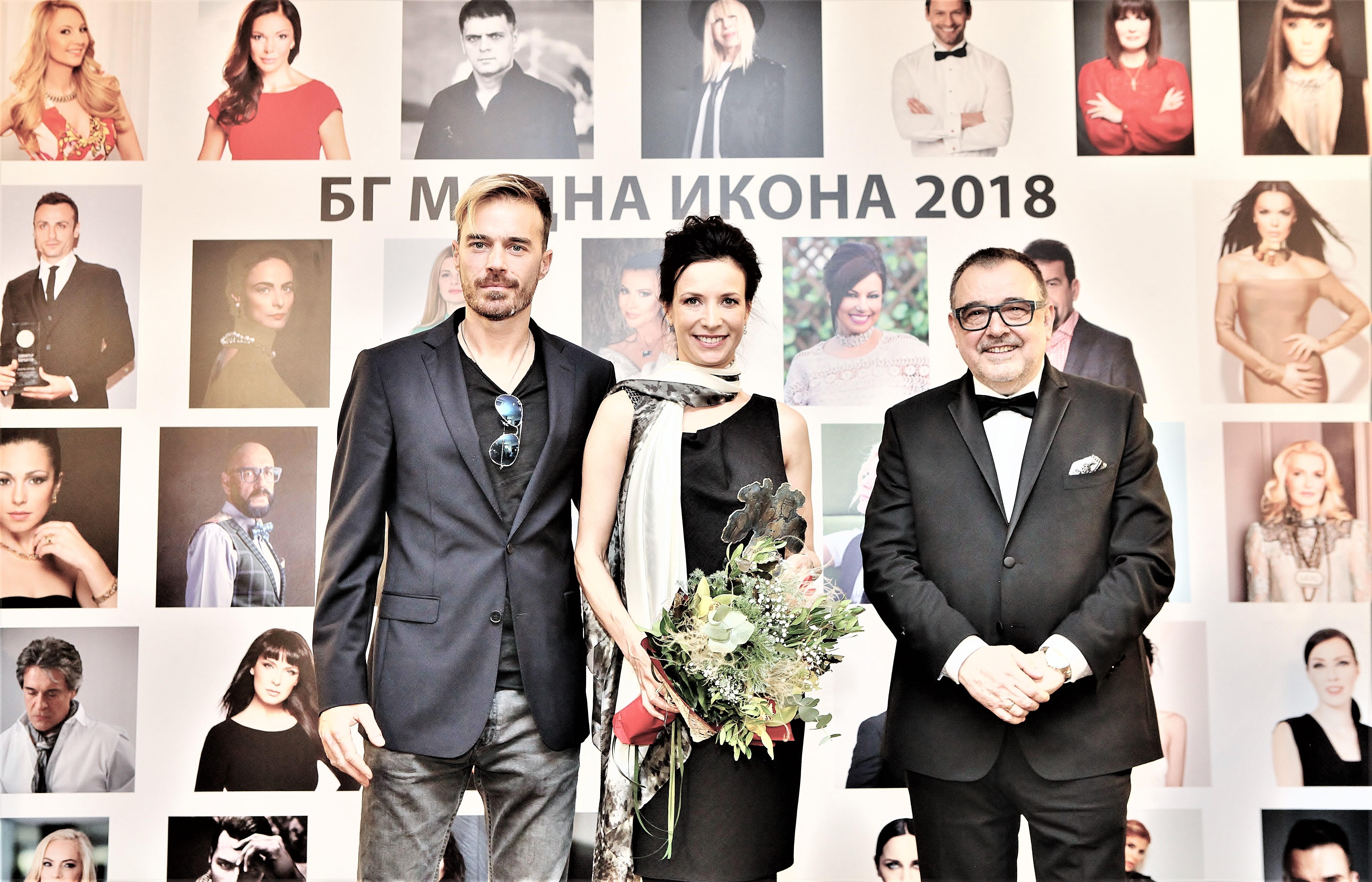 """Яна Маринова получи приза """"БГ модна икона"""" в категория """"Изкуство""""."""