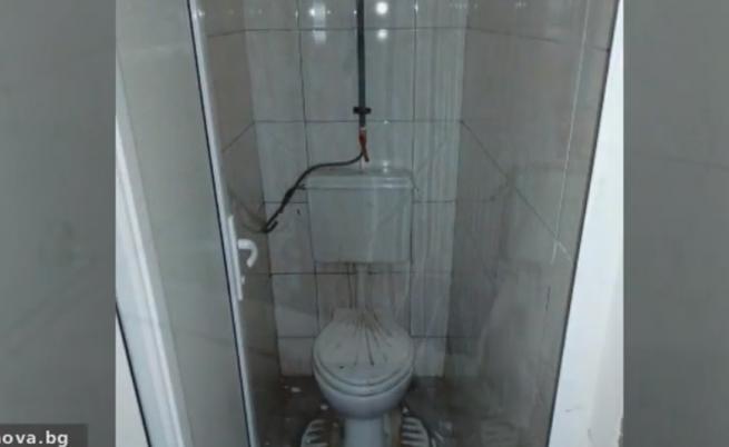 Тоалетни в ремонтирано училище предизвикаха скандал