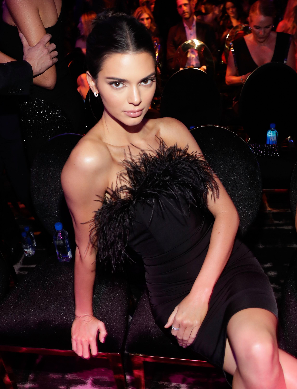 1. Първото място в класацията на изданието с печална от 22,5 млн. долара е Кендъл Дженър. Полусестрата на Ким Кардашиян е сред най-известните модели в света. За втора поредна година 23-годишният модел е на върха на класацията.