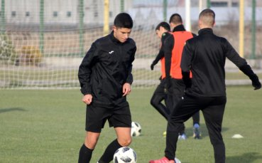 Николай Киров взе двама 16-годишни за мача с ЦСКА