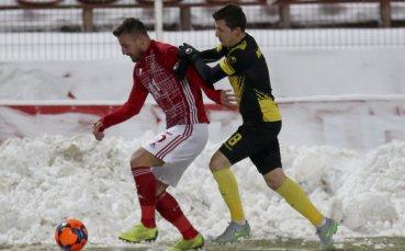 Снежно, по-снежно: ЦСКА - Ботев Пловдив в снимки