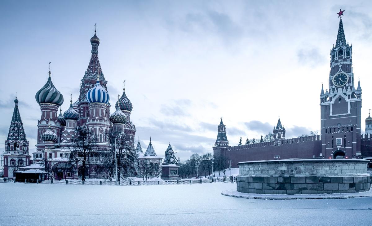 Москва, Русия. Несъмнено, куполите на църквите, падащият сняг... всичко това прилича на истинска приказка.