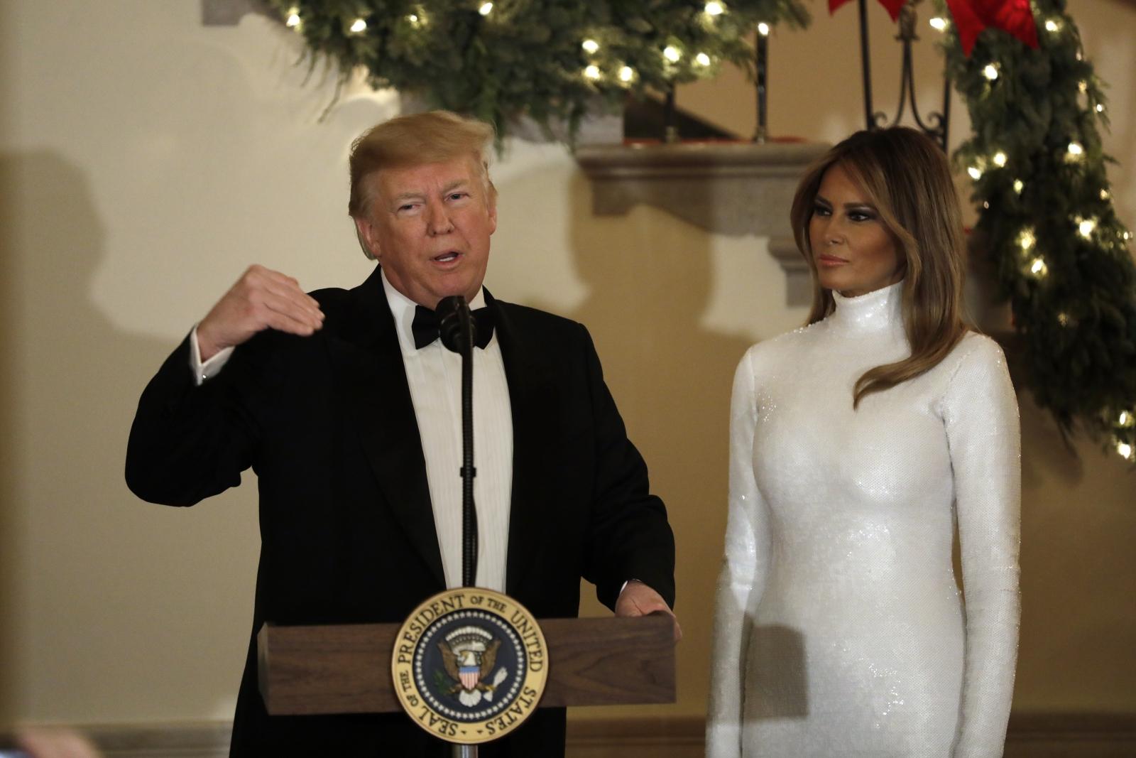 """Роклята на бранда """"Celine"""" беше определена като най-смелият моден момент на пърцата дама на САЩ, Мелания за 2018 година."""