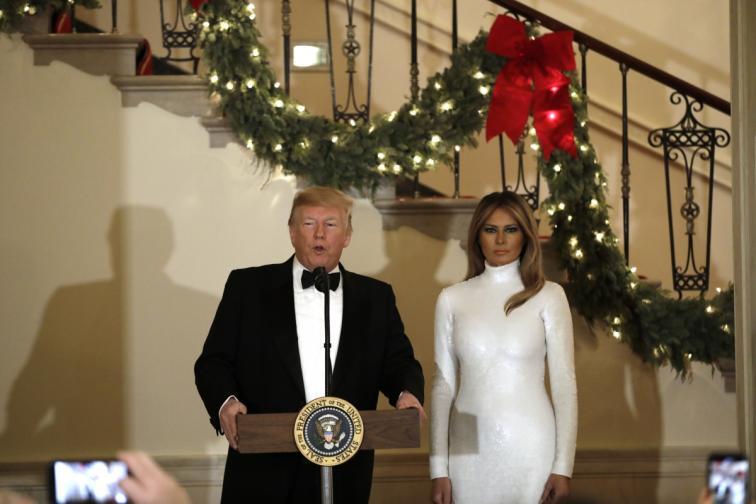 Мелания бяла рокля