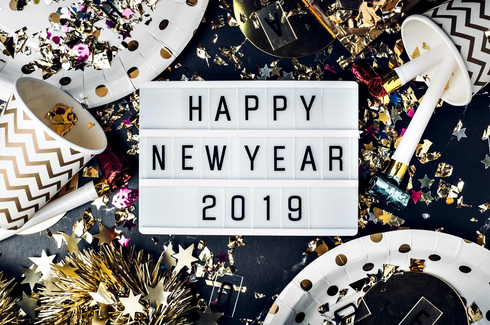 Фокусирайте се върху бъдещето<br /> Това съвсем не означава да живеете в бъдещето, игнорирайки настоящето. Идеята е да се фокусирате върху това, което имате и ви предстои, а не това, което сте изгубили през 2018 г. Може би годината не е била толкова добра за вас. Може би се чувствате изтощени и сломени. Може би празниците ви няма да са същите като през изминалите години. Всичко това обаче не трябва непременно да бъде нещо лошо. Вие сте дишащи същества, здраво стъпили на краката си, и може да продължите напред, взимайки си поука от горчивия опит. Новите традиции могат да бъдат също толкова хубави, колкото и старите.