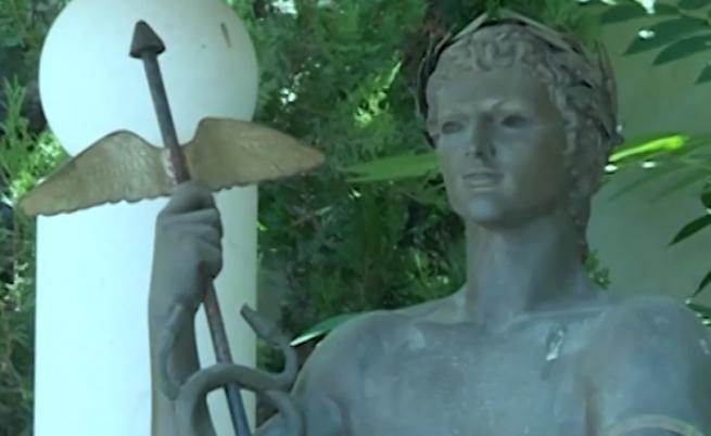 Откраднаха статуята на Аполон от центъра на София