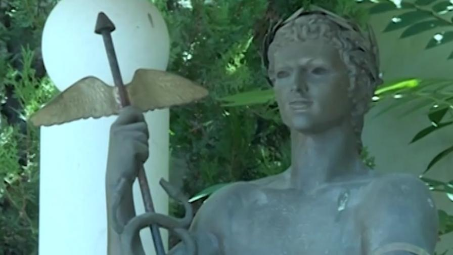 <p>Откраднаха статуята на Аполон от центъра на София</p>