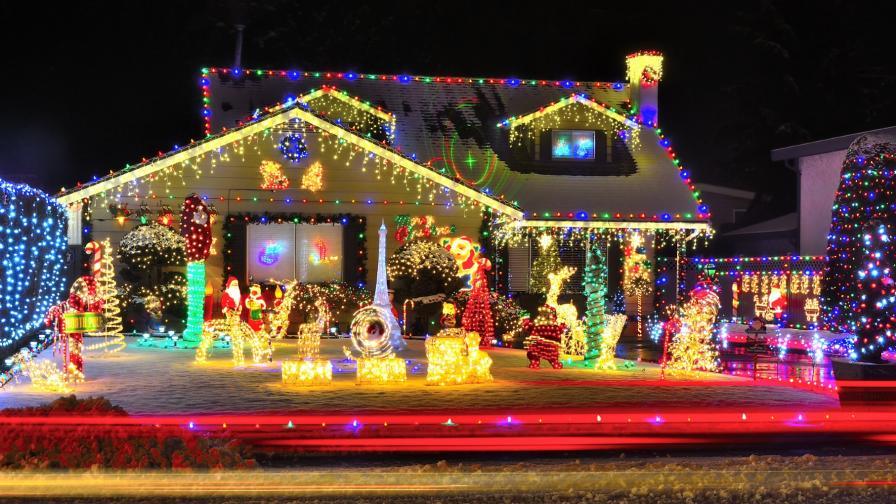 Чех украси дома си с 50 000 коледни лампички (СНИМКИ)