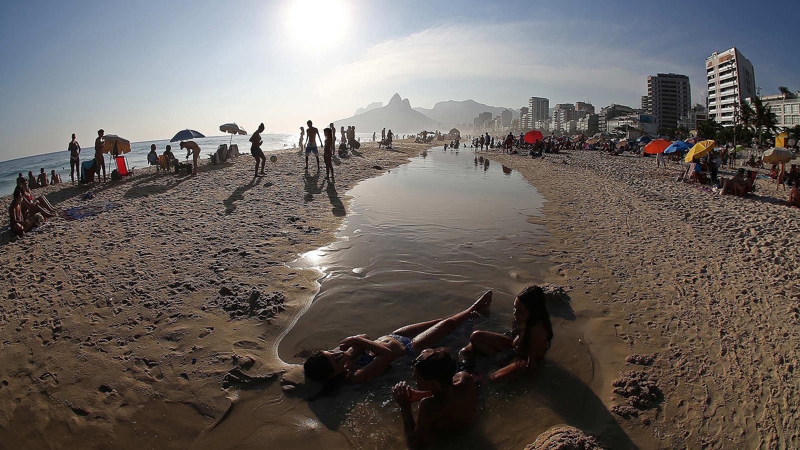 В началото на лятото, прогнозите предвиждат температурите да стигнат до над 40 градуса по Целзий в Рио де Жанейро за близо една седмица