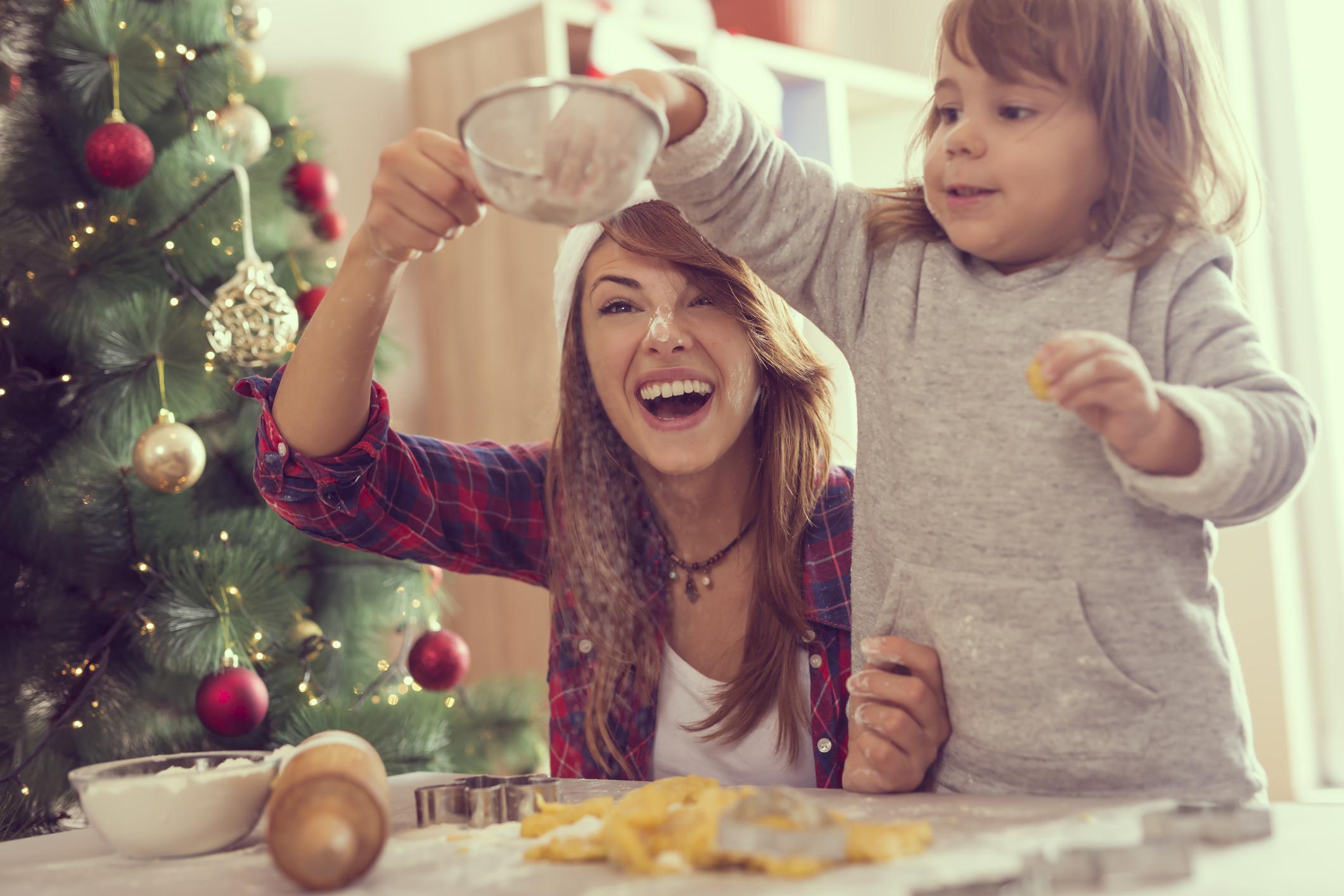 4. Ако не искате върху вашите плещи да падне цялото приготвяне на новогодишното меню, винаги може да се възползвате от новогодишни предложения за част от него – особено ако не сте сигурни в кулинарните си умения (защото все пак – не става само със забавление, трябва и ядене).
