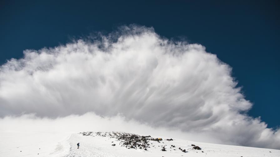 Туристка засне огромна лавина в Рила (видео)