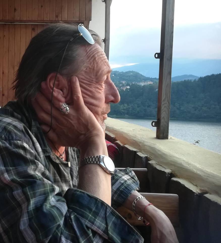 Ивайло Крайчовски (1961-2018)<br /> На 21 август почина легендата на ФСБ Ивайло Крайчовски. През богатата си музикална кариера той взима участие в създаването на албумите на редица български поп певци, рок групи и джазови формации.