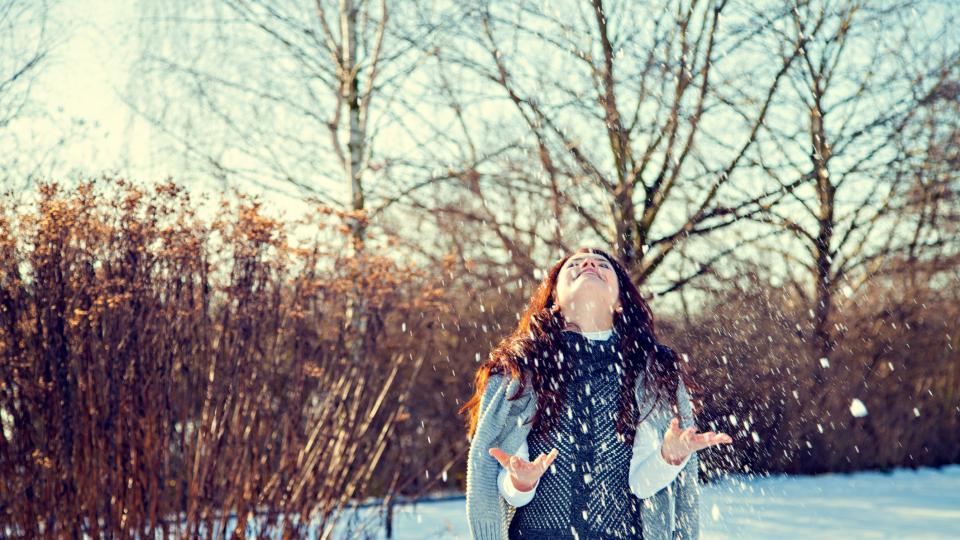 жена зима сняг