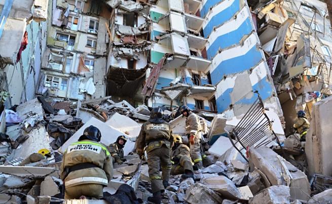 Бебе оцеля след 36 часа под развалините в Магнитогорск