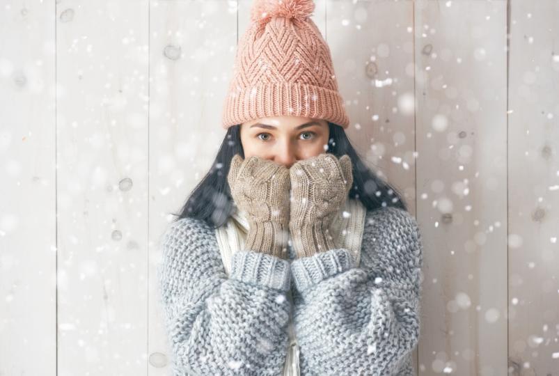 <p>Овен -&nbsp;Топлолюбивите Овни изпитват трудности през студения сезон.&nbsp;Настроението им се&nbsp;влошава, появяват се раздразнителност, сънливост и нежелание за работа. Но е възможно да излезете бързо от тази лека зимна депресия, ако се настроите на празнична вълна от по-рано, започнете да планирате коледните и новогодишни празници&nbsp;и си спомните колко е страхотно да прекарвате време със своите&nbsp;роднини в тези уютни дни.</p>