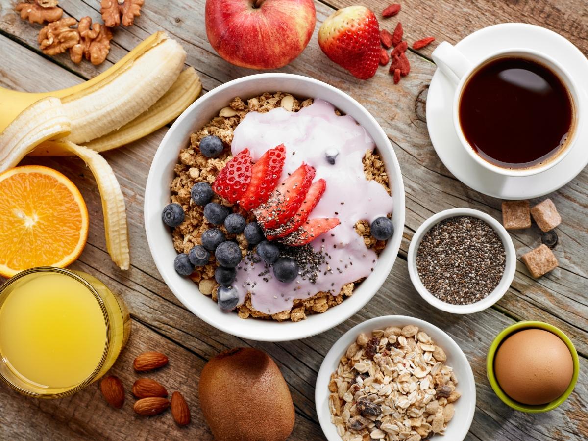 Променете закуската. Опитайте се за няколко дни да закусвате плодове, вместо тежйа и мазна храна.
