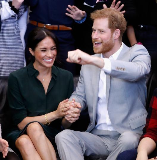 <p>Херцогът и херцогинята на Съсекс на посещение в младежки център в Пиийсхевън, Съсекс, през октомври 2018 г.</p>