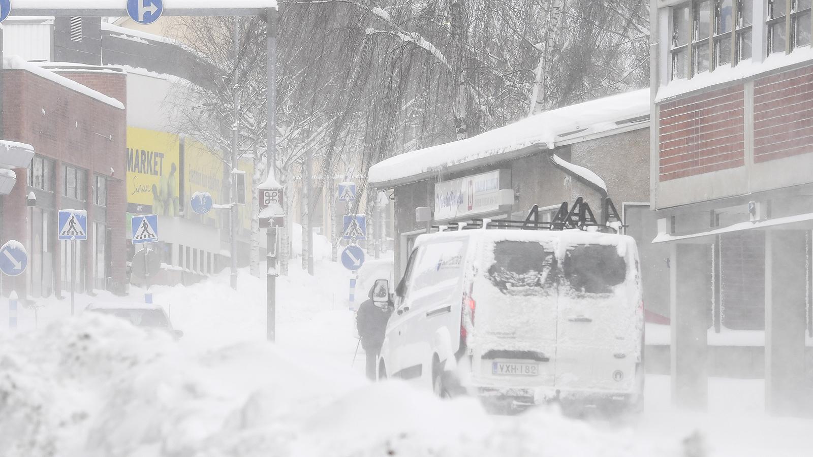 Финландия, тежка зимна буря със скорост на вятъра до 41 метра в секунда в крайбрежните зони, а по-късно в южната и централна част, подобри рекордите за скорост на вятъра от 1971 г.