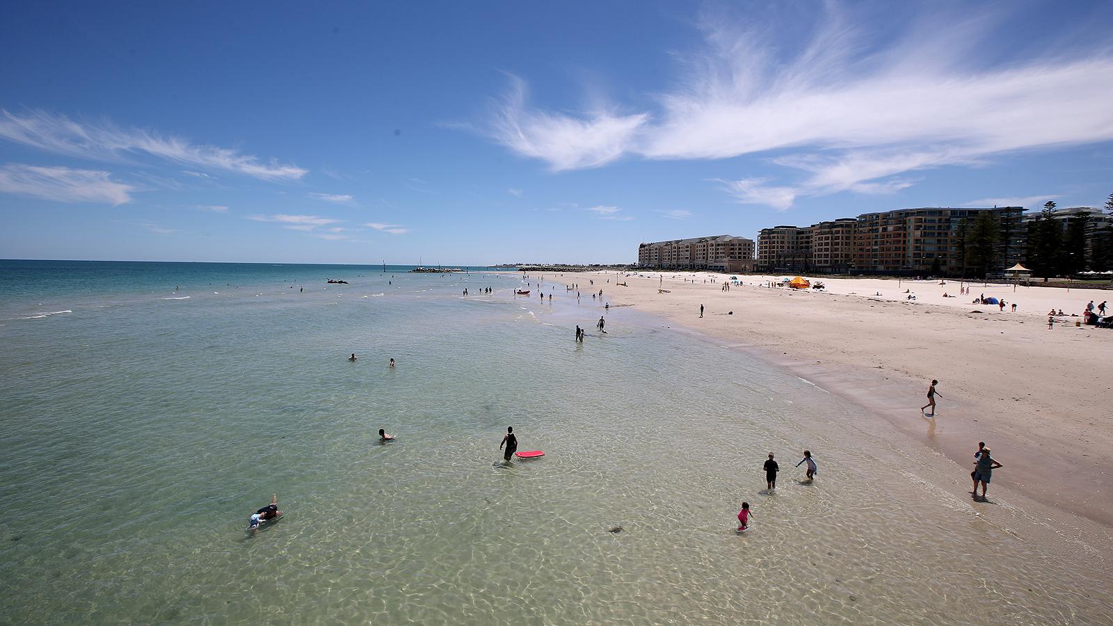 Предупреждения за опасност са издадени за част от Австралия, в условия на топлинна вълна са Порт Аугуста с 44.7, Седуна 45.5 и Нуларбор 46.2