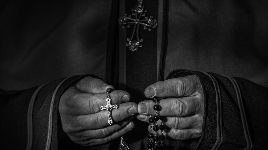 <p>Свещеник разплака 40 деца на Коледна меса в Италия</p>