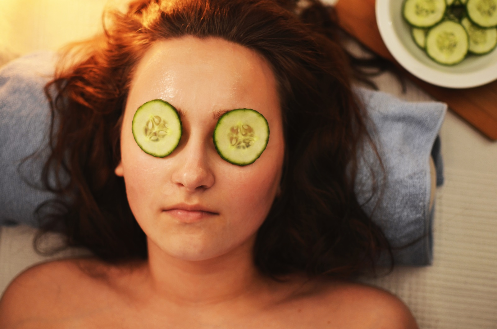 7. Разкрасителни процедури. Обърнете внимание на себе си и откраднете няколко часа, за да си направите подхрванваща маска за лице, педикюр, прическа или каквото друго ви дойде наум.