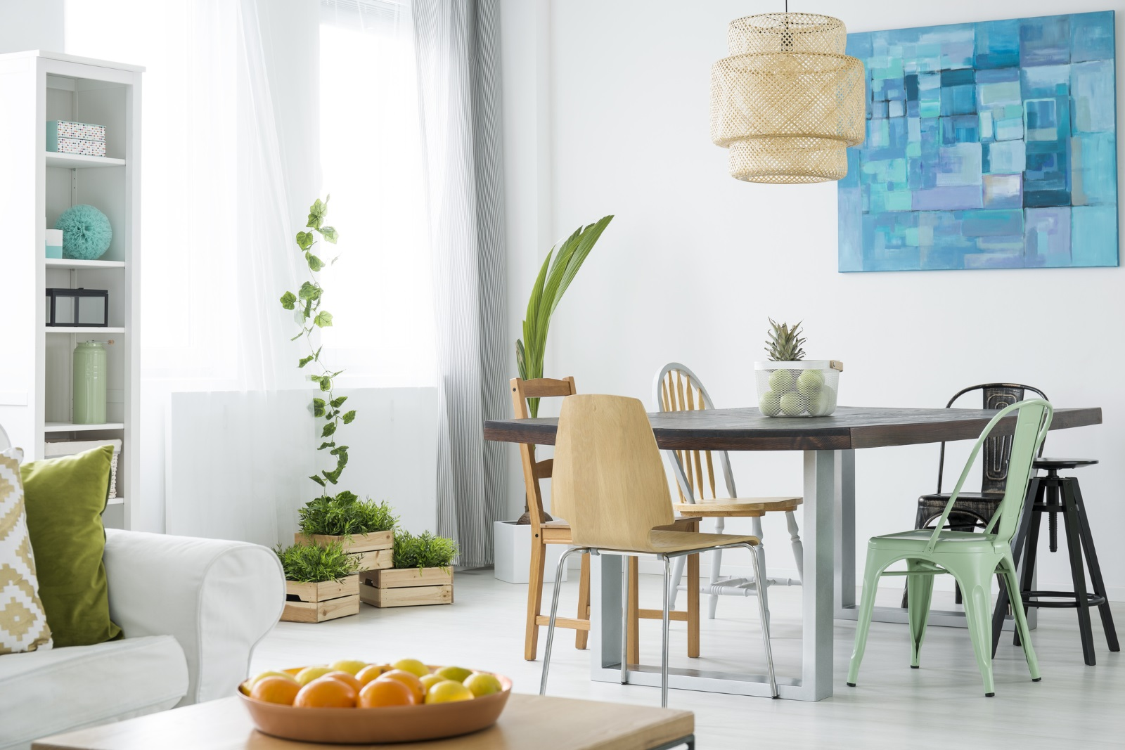 Други идеи, които можете да опитате, за да поддържате хармонията в дома, са столовете - те трябва да са четен брой. Той е символ на успех, докато нечетният брой – на самота.