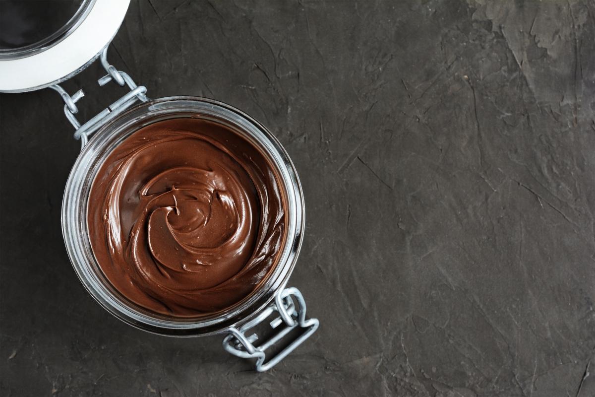 Лъв.Неизбежно сте #extra, точно като шоколадово масло с ядливо злато. Това е най-луксозният шоколадов десерт. Ако някой ви каже да го намалите, не го правите.