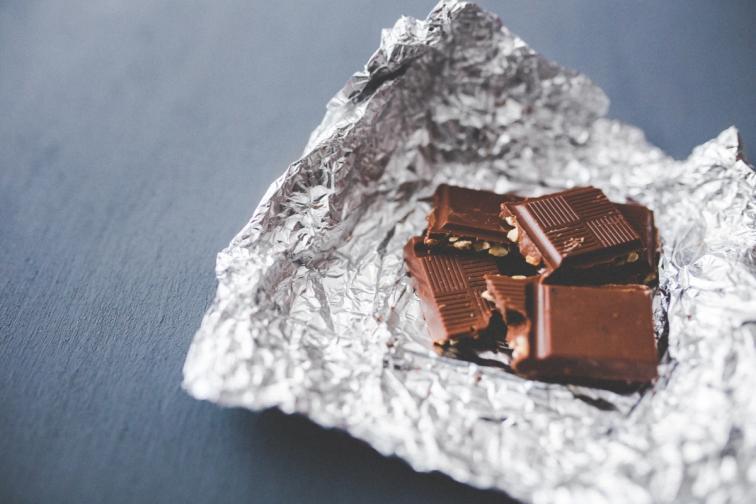 Водолей.Шоколад с ядки и стафиди не звучи толкова любимо, но е доказано, че е супер. Не ти пука какво мислят хората (а и не трябва!) Точно като този специален шоколад!