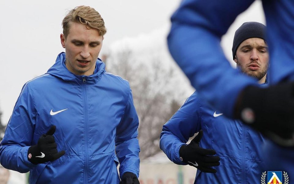 Босът на естонския футбол сдобрява играч на Левски със селекционера