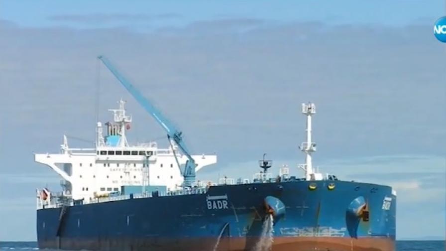 <p>Четири наши министерства се заемат с<strong>либийския танкер</strong></p>