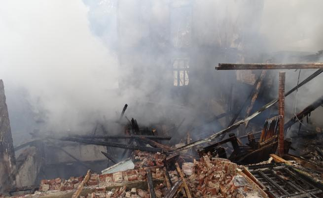 Трагедия край Гърмен, пожар изпепели читалище