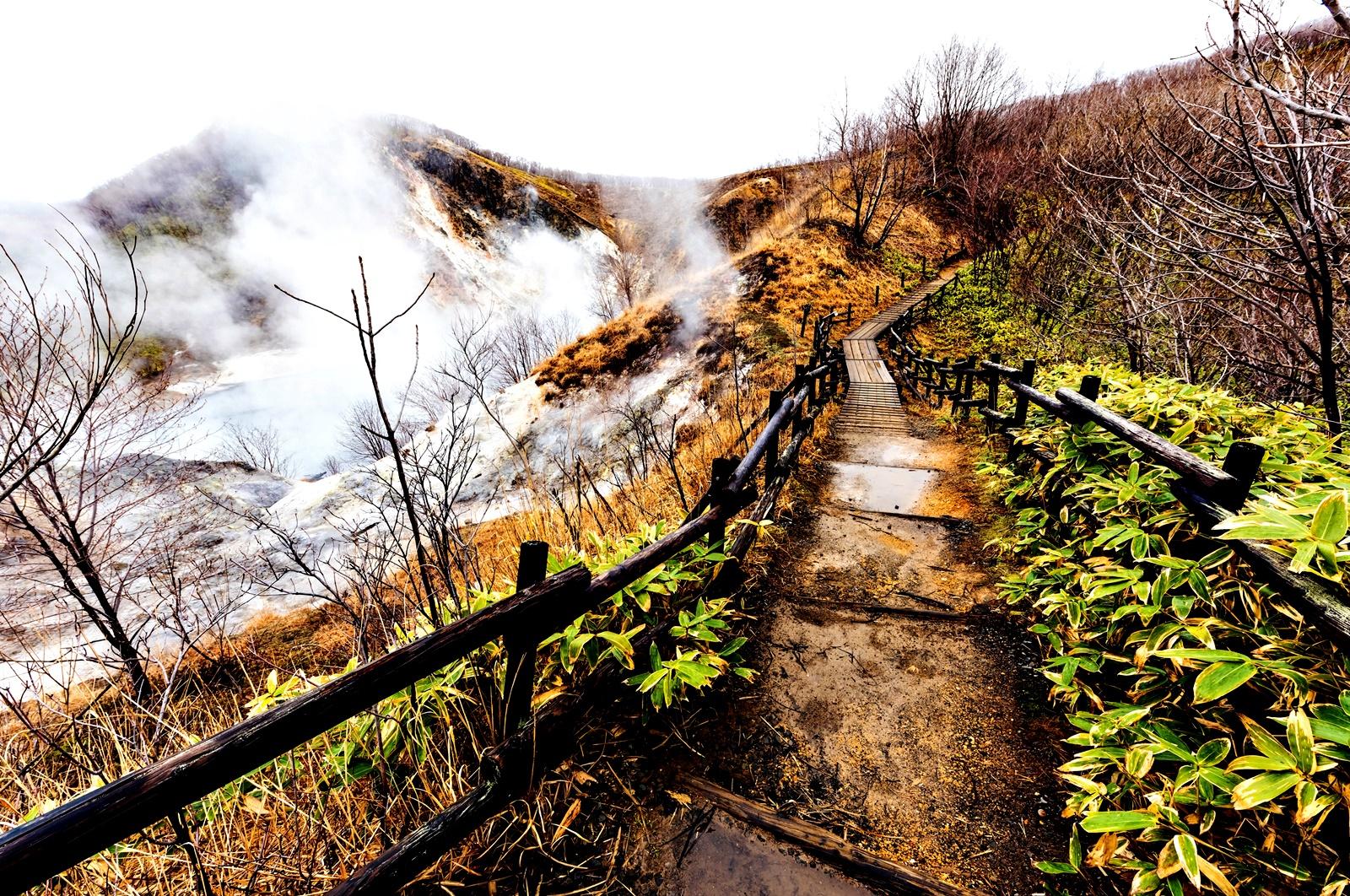 Летище Титосе о-в Хокайдо, Япония<br /> Хокайдо е най-северния остров от основните японски острови и е известен със своите горещи извори, заобиколени от снежен пейзаж. И след като това е една от основните природни дадености на острова, разбира се, може да ѝ се насладите и на летището Титосе. То разполага още и със сауна и спа, за да може удоволствието от изворите да е пълно.