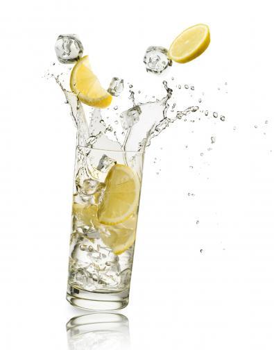 чаша вода лимон